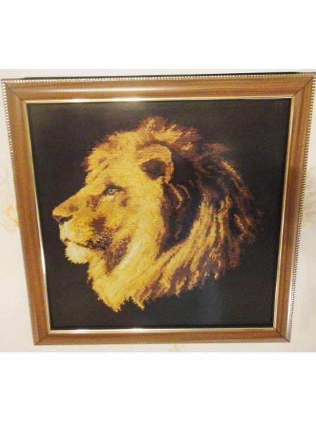 Картина «Царь зверей» вышитая крестом ручной работы 32х32 см